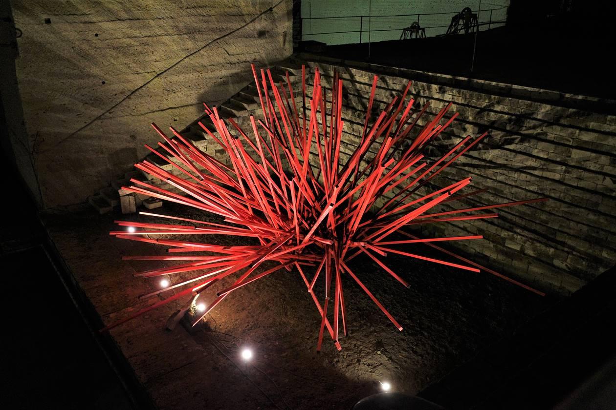 大谷資料館 赤いウニのモニュメント