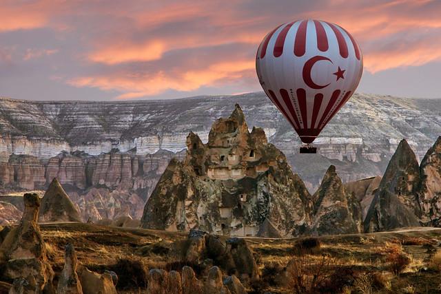 Peri Bacaları ve Balon (Fairy Chimneys and Balloon)