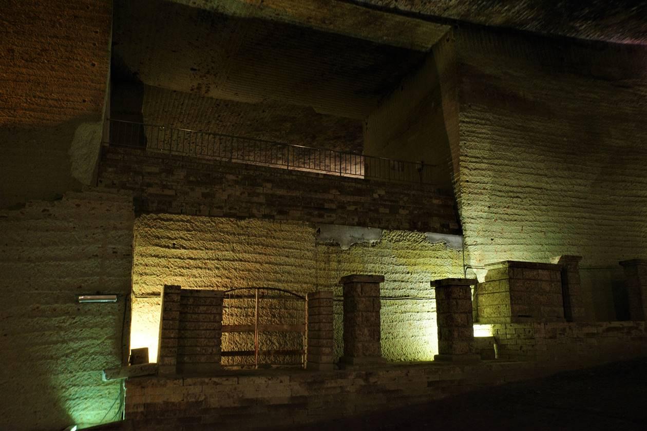 ローマ遺跡のような大谷資料館