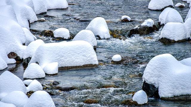 Meringued rocks
