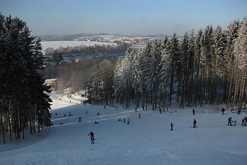 Lyžujte 3 hodiny v lyžařském areálu HLINSKO se slevou 40 % kdykoli v sezóně 20/21
