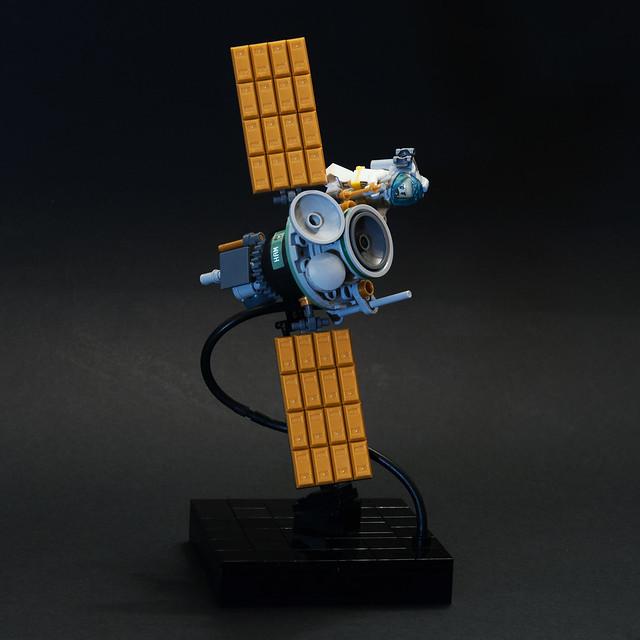 Satellite servicing - visible base