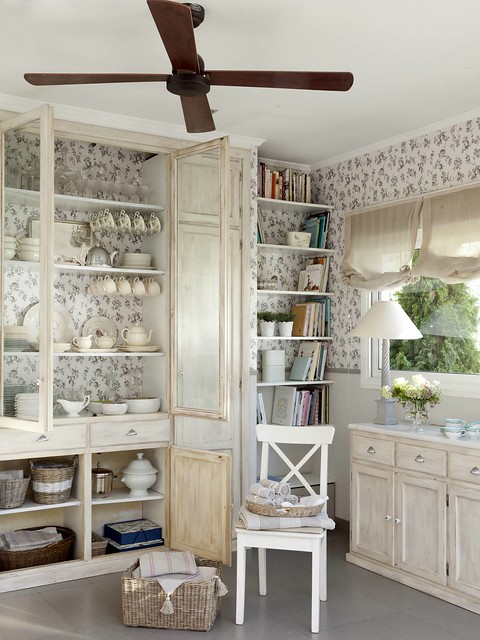 Qu 'est ce qu' elles sont belles! 27 vitrines décorées de papiers peints qui triomphent Rédaction du mobilier