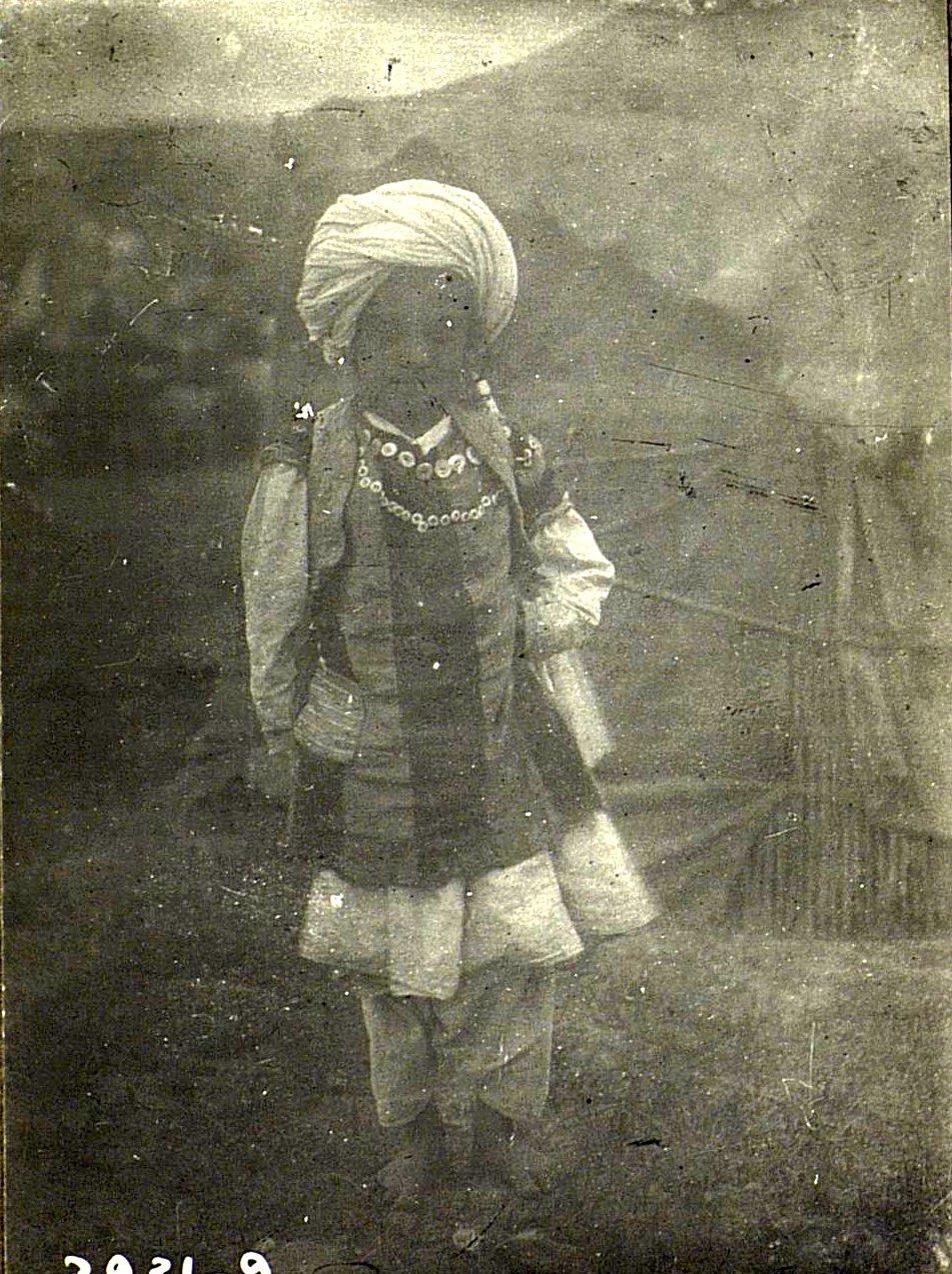 Девочка в костюме мальчика. аул Кафир-бена у ст.Комарово