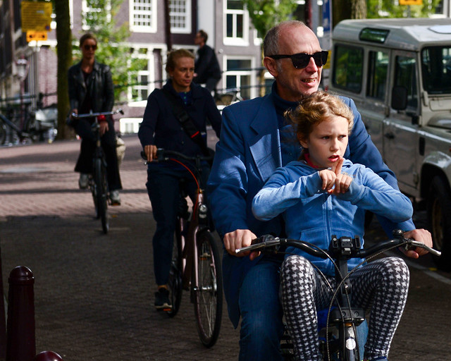 Montar en bicicleta por Amsterdam