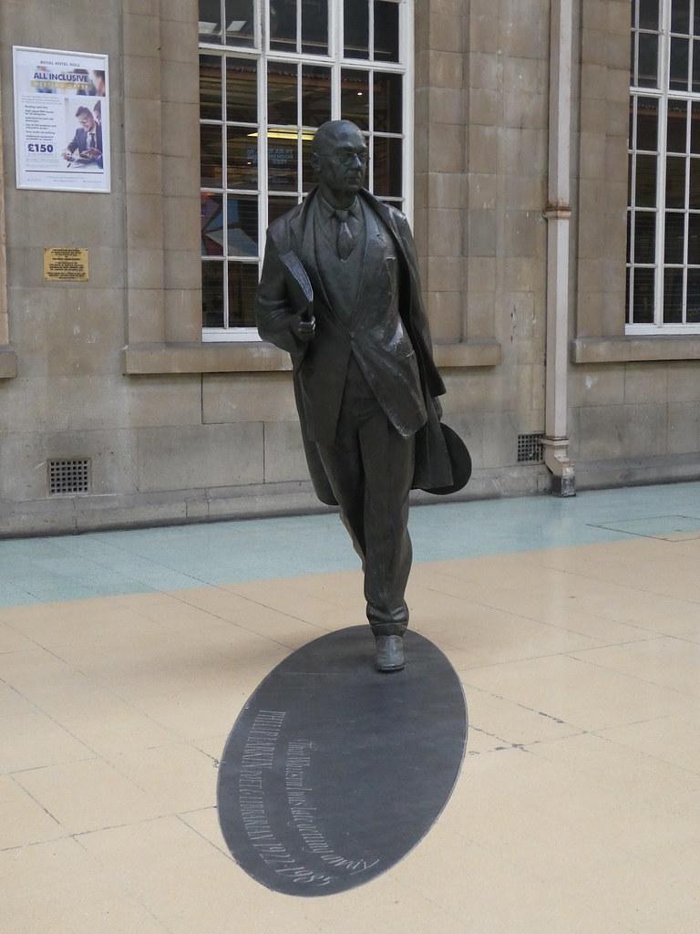 Philip Larkin statue, Hull Station