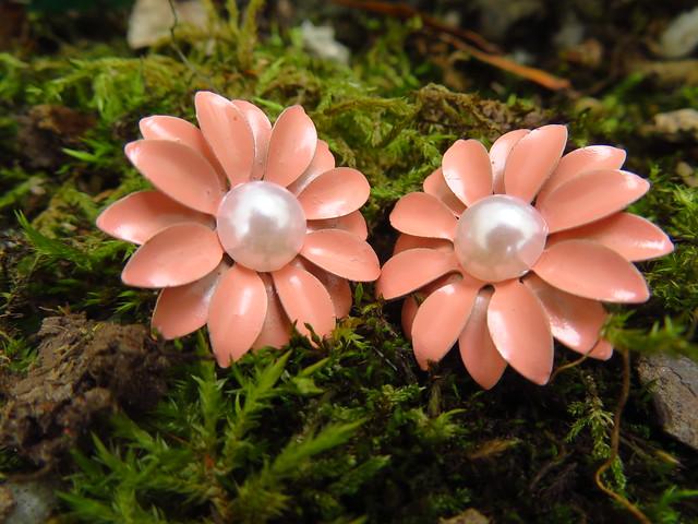 Blüten-Ohrringe aus Metall