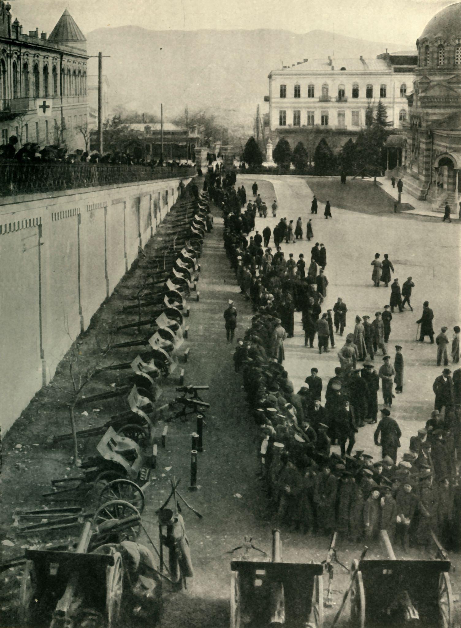 Военные трофеи России: некоторые орудия, захваченные у врага/ 1915