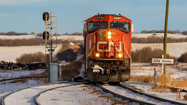 CN 5760 at Huxley, AB