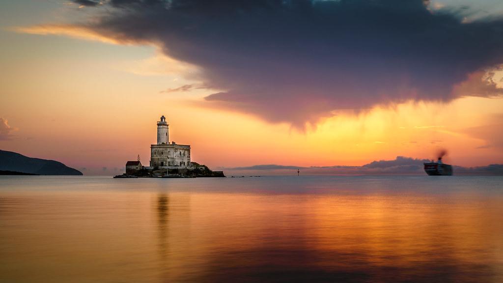 Lighthouse lovers II