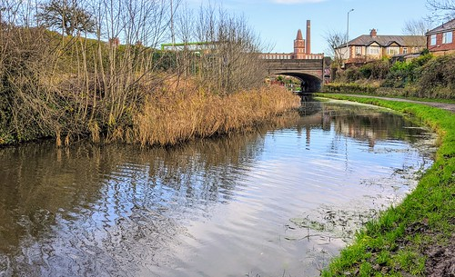 A curve in the canal at Preston | by Tony Worrall