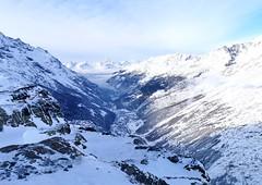 Pohled na Saas-Fee z vrcholu Plattjen (2 567 m)