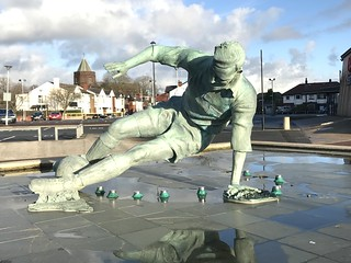 Statue of Sir Tom Finney ( The Splash ) @ Preston North End's Deepdale Stadium | by mobileman57