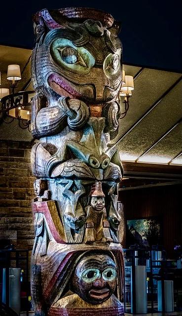 Jasper National Park Lodge totem pole