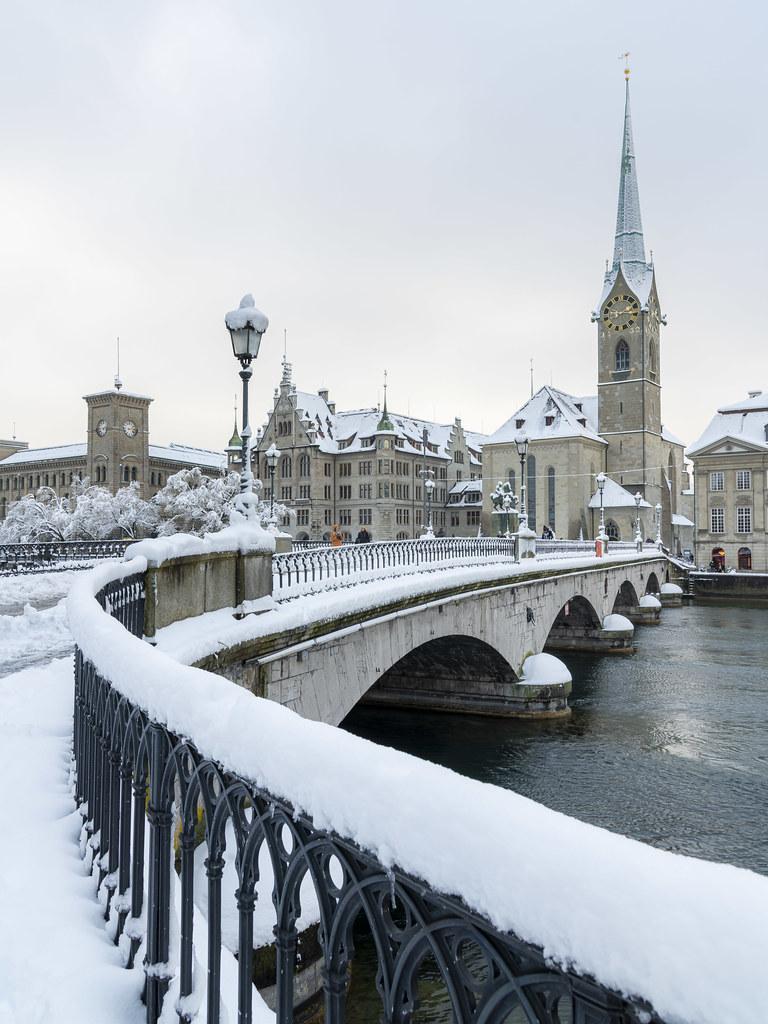 Fraumünster im Schnee