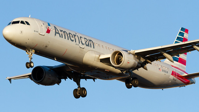 N198UW / American Airlines / Airbus A321-211 / PHL