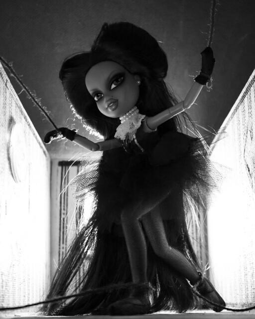 Naychur Baalikaa: Marionette