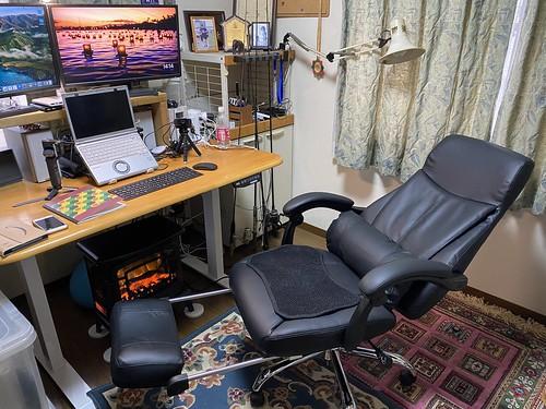 新しい椅子、いい感じ