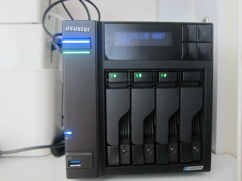 ASUSTOR AS6604T - LCD - Init