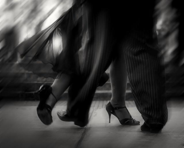 Juntos habitaron idéntico ritmo y bailaron.