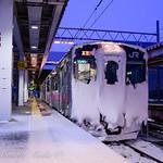 雪氷に覆われた電車