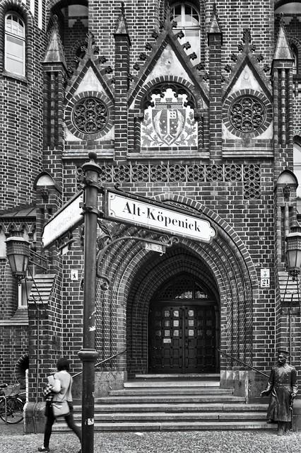Der Eingang zum Rathaus