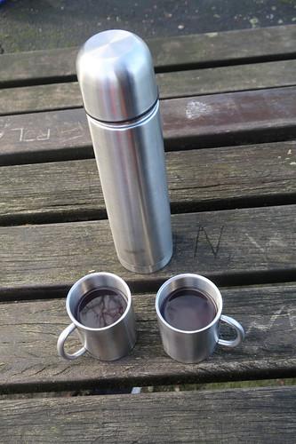 Gesüßter schwarzer Tee (aus der Thermoskanne)