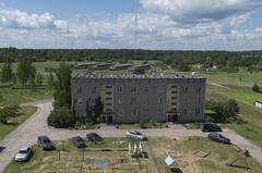Skats no pamestas daudzstāvu daudzdzīvokļu ēkas, 22.06.2020.