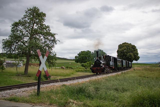Nebenbahnidylle mit Lok 30 auf der Kandertalbahn