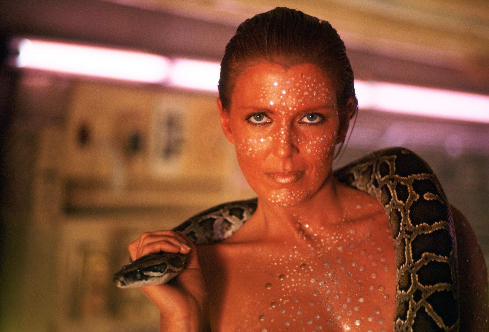 Джоанна Кэссиди на съемках фильма «Бегущий по лезвию»