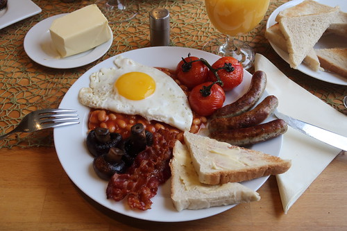 Cooked English Breakfast mit Baked Beans (mein erster Teller)