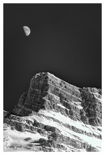 Icefields Parkway & Moon