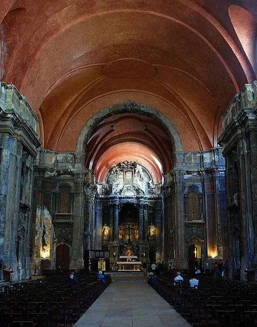 Interior lisboeta de Santo Domingo