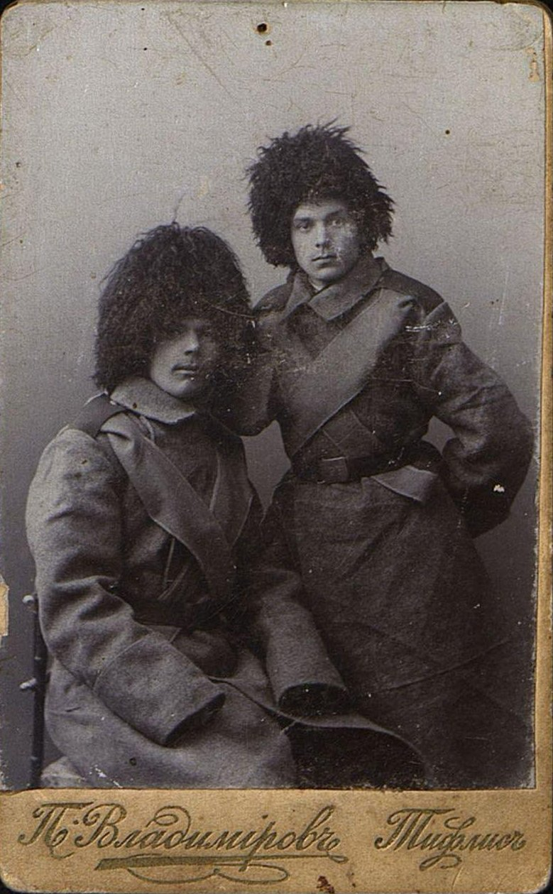 Яблоновский А.И. с товарищем перед отправкой на Русско-японскую войну. 1905