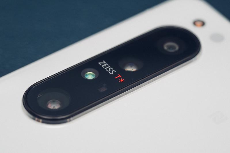 Sony Xperia 1 II 羽白