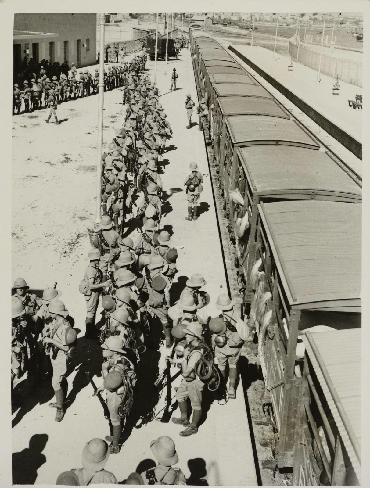 01. 1938. Британцы готовы к наступлению на Палестину. «Королевские шотландские драгуны приближаются к месту боевых действий, новости из Палестины указывают на то, что начинается крупнейшая военная кампания с тех пор, как Алленби изгнал турок в 1918 году.
