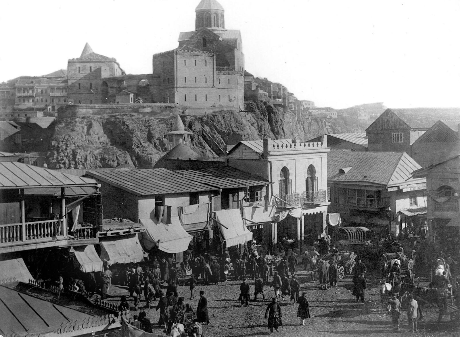 Старая армянская церковь и татарский базар