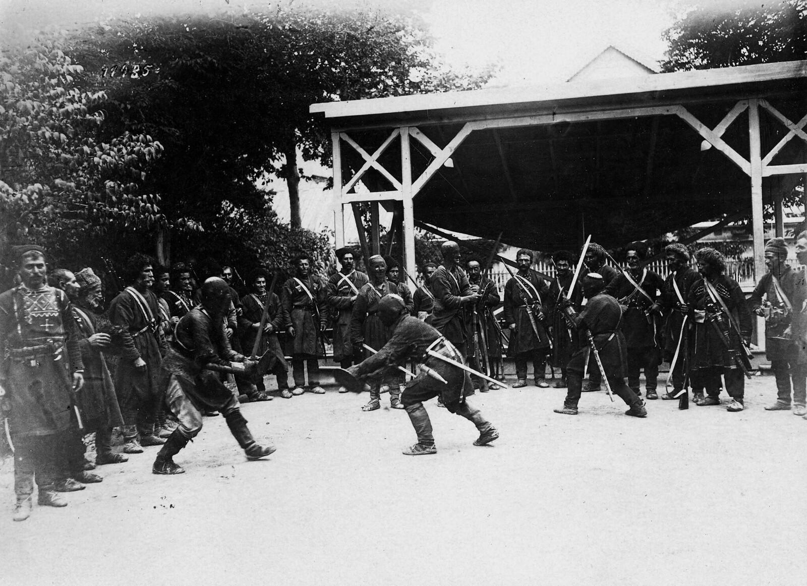 Хевсуры во время соревнований в Тифлисе