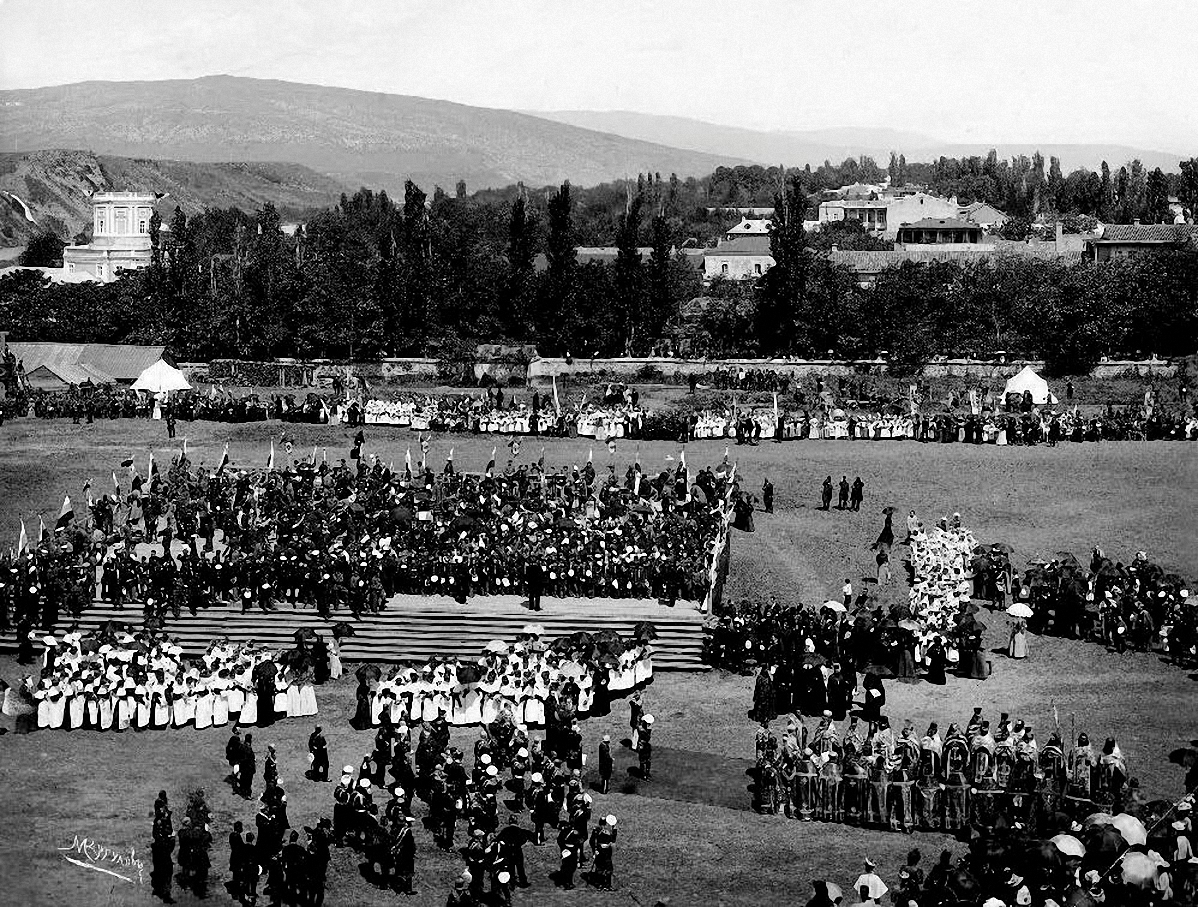 Праздничные мероприятия в связи с коронацией Николая II (на плацу Тифлисского юнкерского училища). 1896