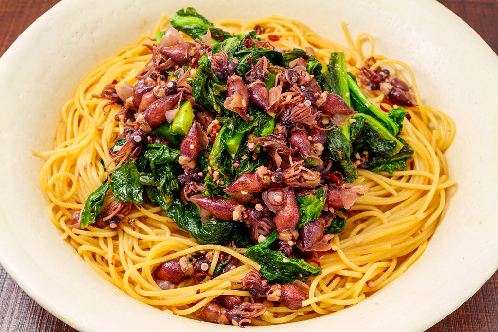Spring-pasta-with-firefly-squid-and-rape-blossoms_240121
