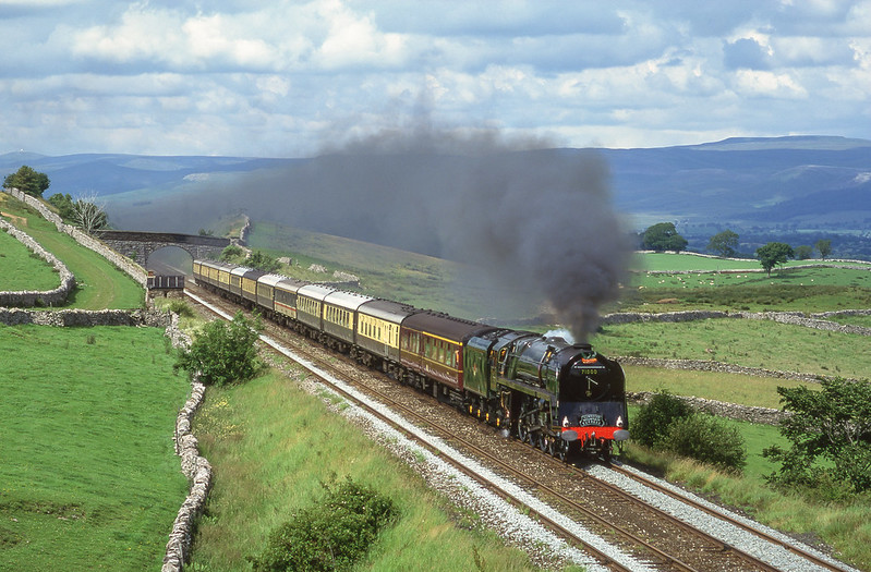 71000 'Duke Of Gloucester' storms through Greengates on the way to securing a new Blue Riband record hauling a southbound 'Cumbrian Mountain Express' on July 20th 1991. ( Reprocess )