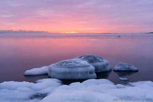 2021 gulfoffinland helsinki ice january lauttasaari sonyfe24105mmf4 sonya7iii suomenlahti tammikuu afternoon auringonlasku coast frost huurre iltapäivä jää landscape lumi maisemakuva meri merisavu pakkanen rannikko sea seasmoke snow