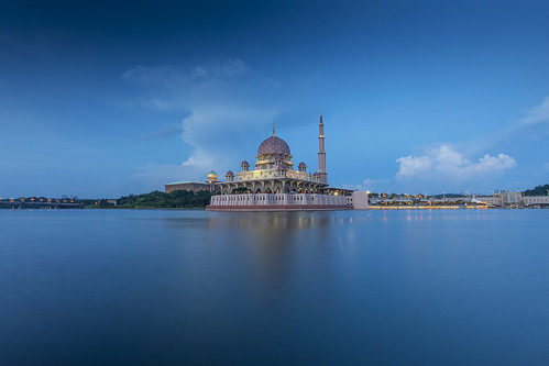 putra mosque putrajaya malaysia travel longexposure sunset water clouds blue lights architecture asia perdana lake pink dome islam