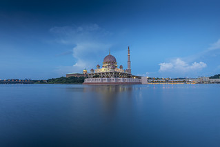 Putra Mosque at sunset in Putrajaya, Malaysia | by Tim van Woensel