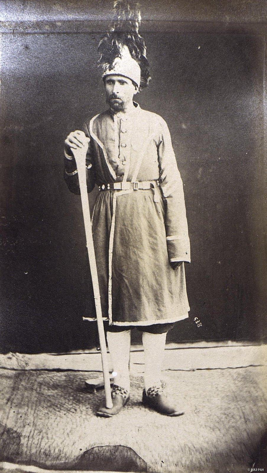 Мужчина в костюме чиновника