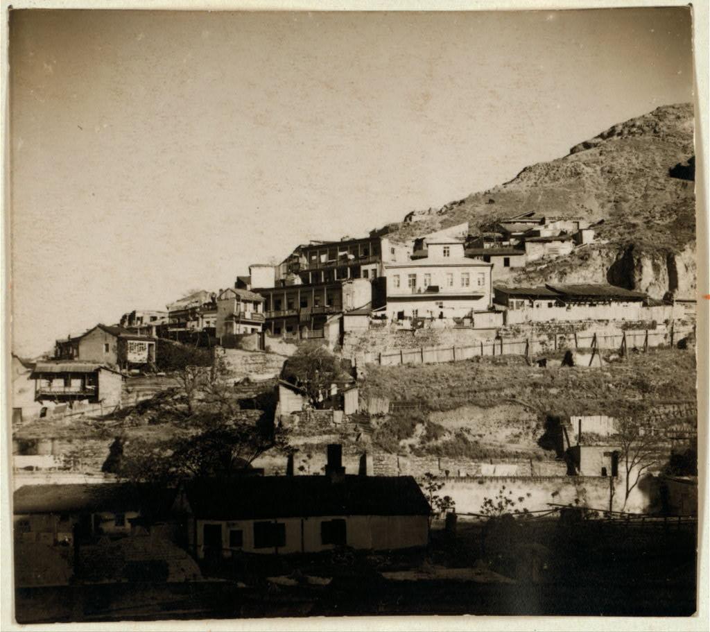 Восточная часть Тифлиса на склонах Ботанической горы