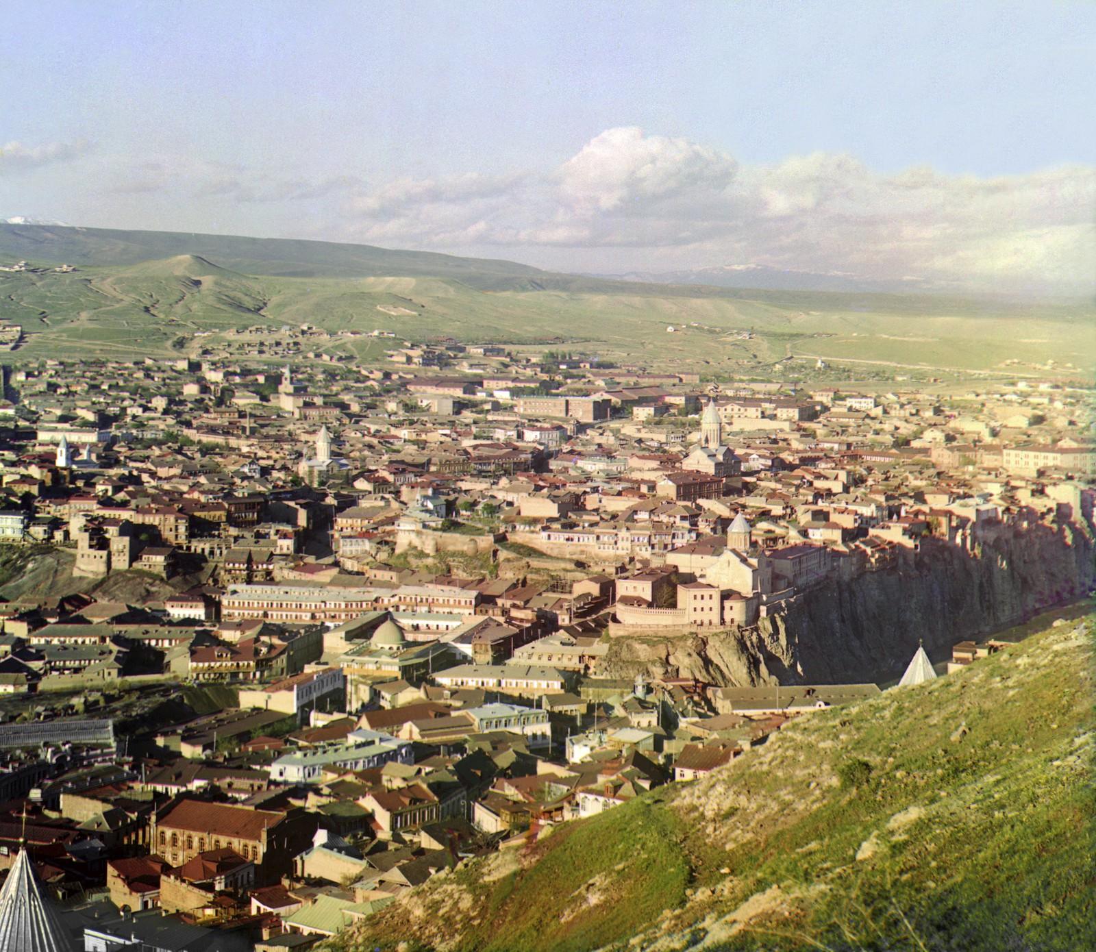 Вид на Тифлис с площадки церкви Св. Давида
