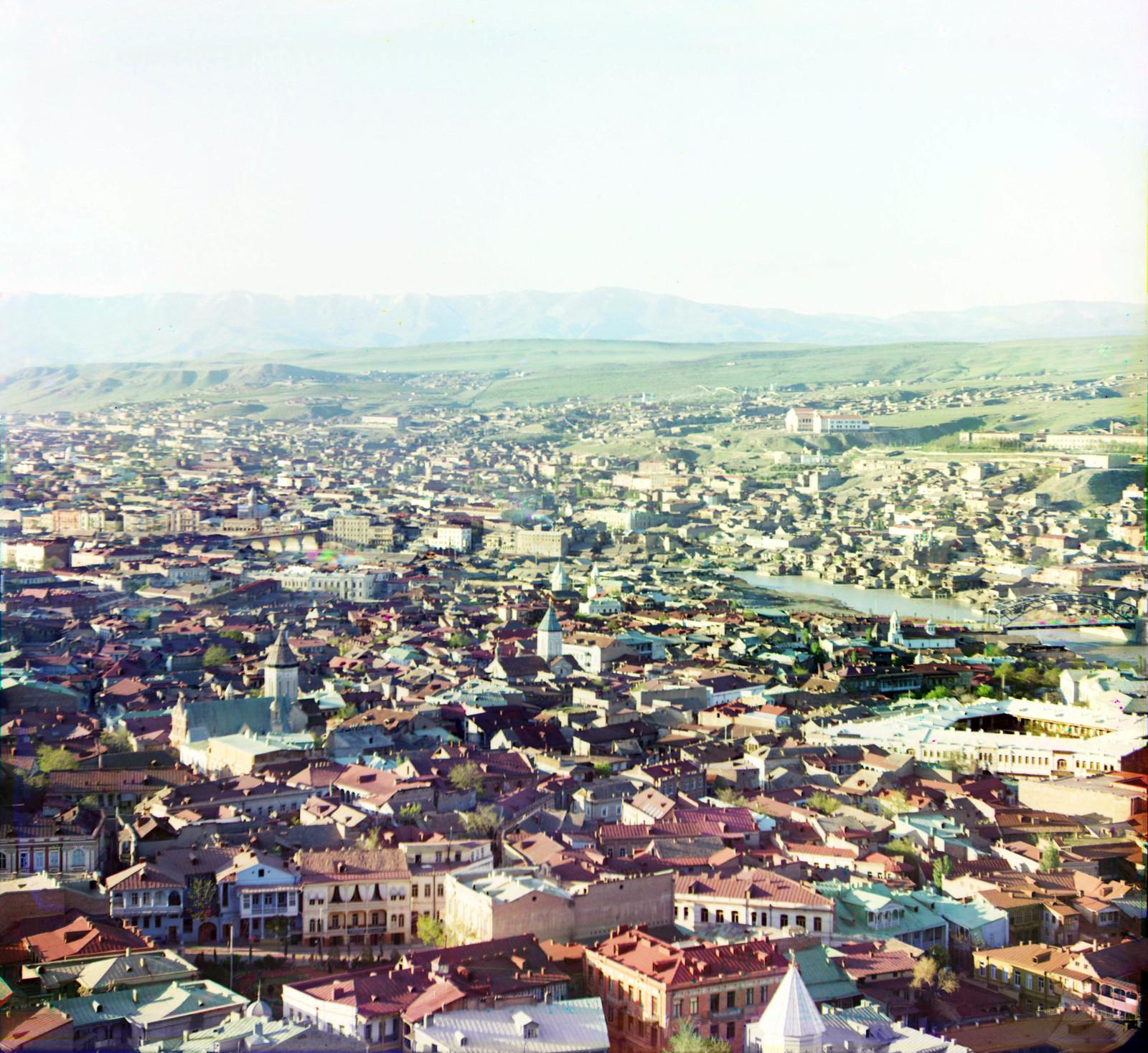 Вид на южную часть Тифлиса с площадки церкви Св. Давида