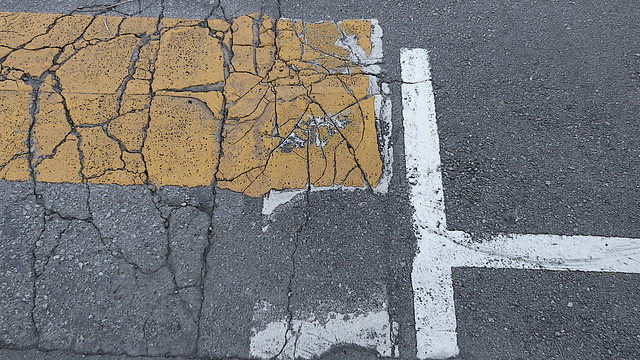 A19377 / fractured pavement arrangement