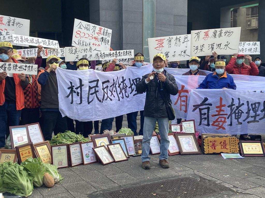 今(25日)共有超過80位村民北上環保署、農委會,要求撤銷坤輿試運轉計畫。黃思敏攝